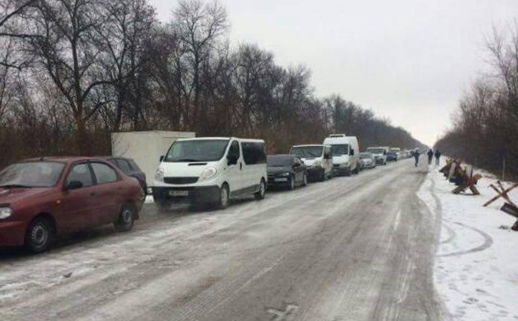 Веселкин сообщил о пресечении работы продавцов мест в очереди на КПВВ «Майорск»