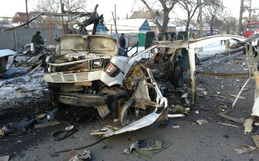 В Куйбышевском районе Донецка в результате взрыва был уничтожен микроавтобус