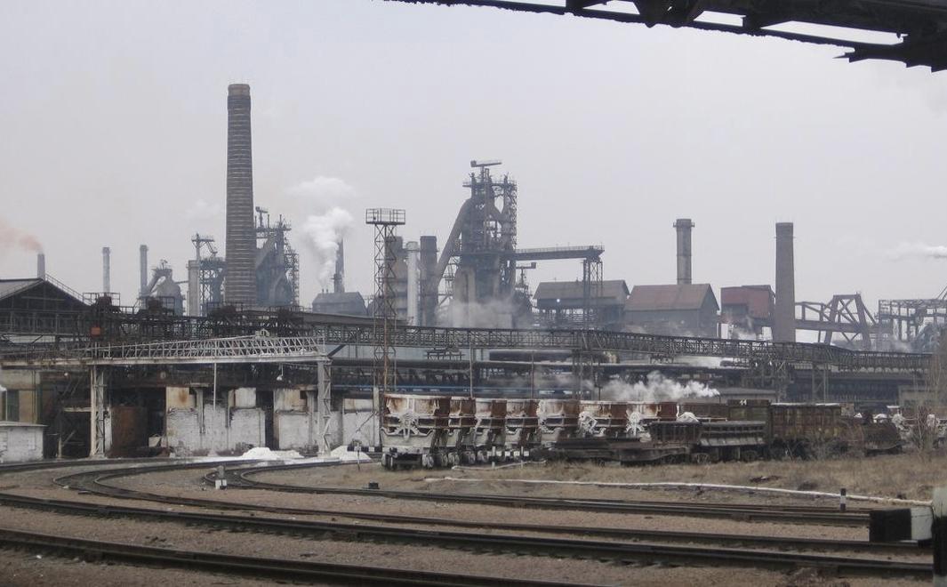 Объявление «Метинвеста»: ЕнакиевскийМЗ и«Краснодонуголь» останавливают производство
