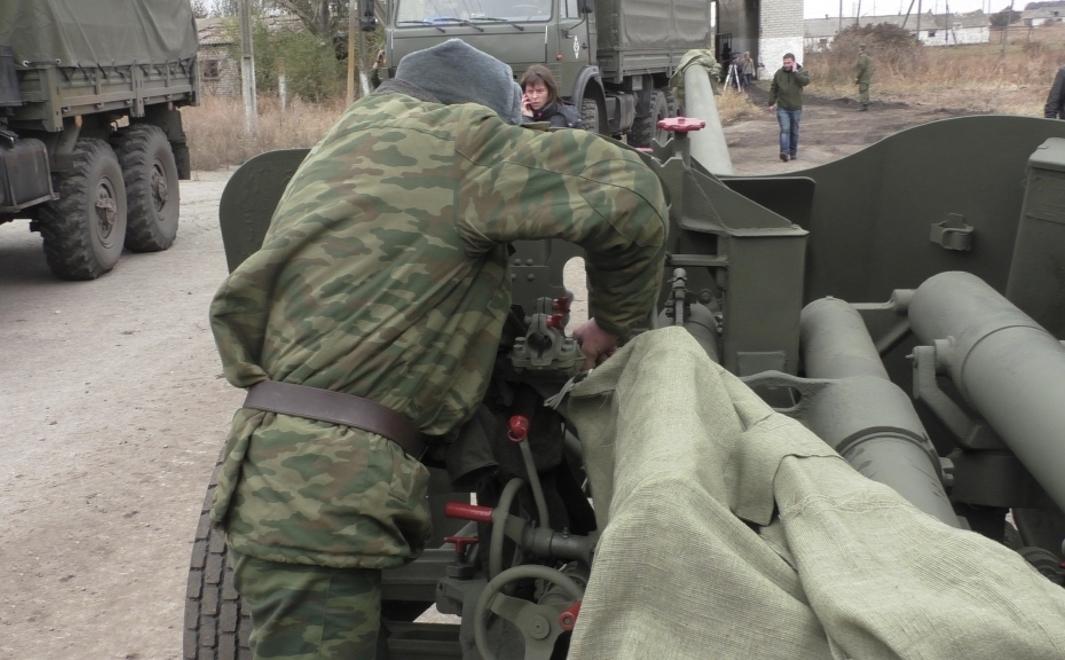 В ДНР назвали новое время начала отвода тяжелых вооружений от линии разграничения