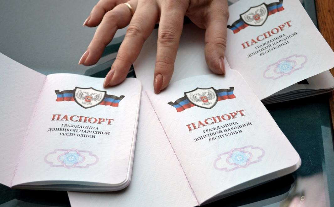 Захарченко пообещал увеличить мощности по производству паспортов ДНР