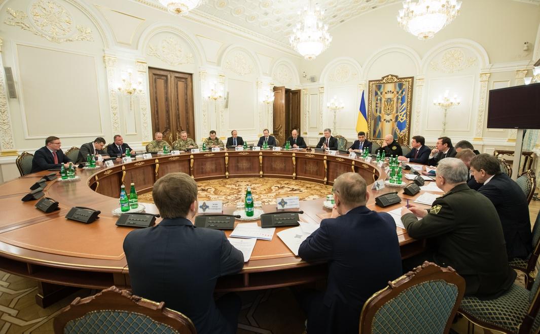 СНБО Украины поручил силовикам разблокировать работу транспортной инфраструктуры на Донбассе