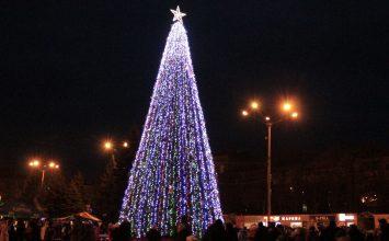 Фоторепортаж: В Горловке открылась главная елка города
