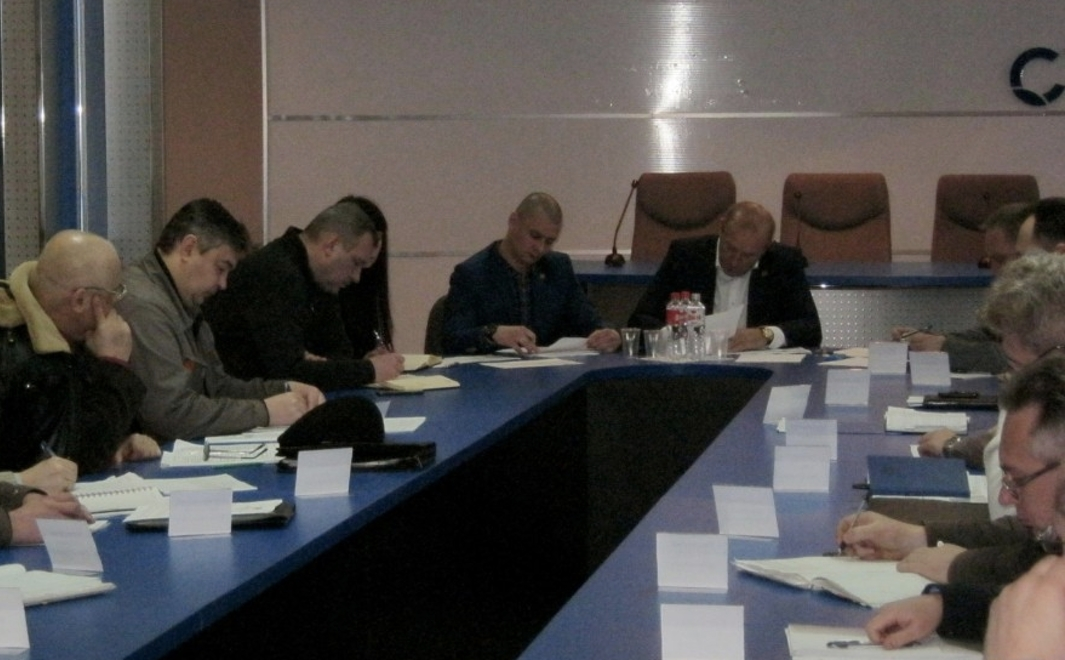 Власти ДНР обсудили этапы запуска производства на «Стироле»