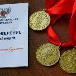 Больше 400 выпускников получили золотые медали в ДНР