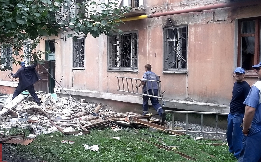 В результате обстрела в Горловке повреждены два пятиэтажных дома