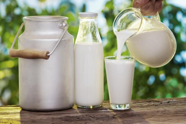 Медики заявили об опасности употребления молока при простуде