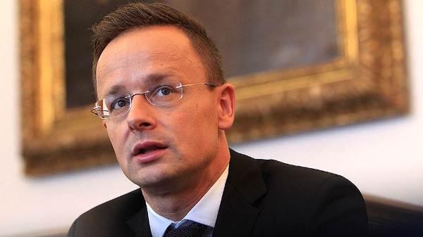 Глава МИД Венгрии призвал восстановить торговые отношения с Россией