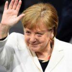 Меркель по-украински поприветствовала караул в Киеве