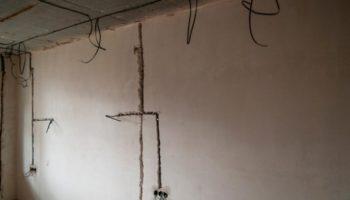 Как найти скрытые в стене провода