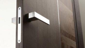 Какие виды дверных ручек разбалтываются чаще всего