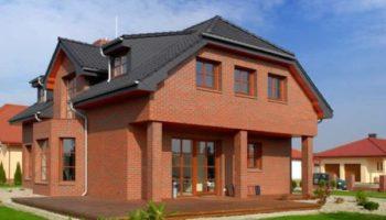 Какой материал наиболее подходит для строительства дома?