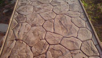 Почему декоративный бетон очень хлопотен в уходе?