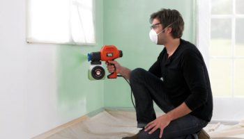 Какие преимущества окраски стен распылением