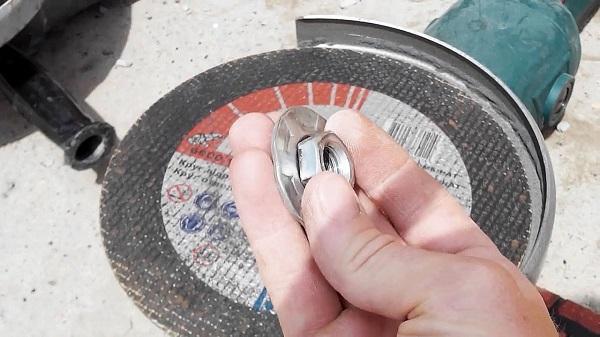 Зажало диск в болгарке как открутить видео