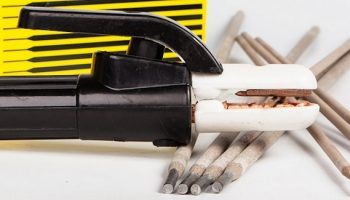 Почему нельзя варить сырыми электродами