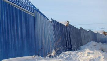 Как исправить покосившийся забор своими руками