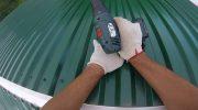 Как покрыть крышу профнастилом в одиночку