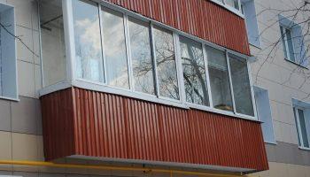 Почему профнастил на балконе это плохая идея