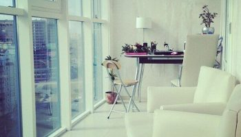 Как из обычного крытого балкона сделать панорамное остекление