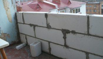 Почему кладка из пеноблока на балконе вам не нужна