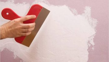 Как замазать отверстие в стене обычной гипсовой шпатлевкой