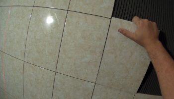 Как уложить плитку на закругленные стены
