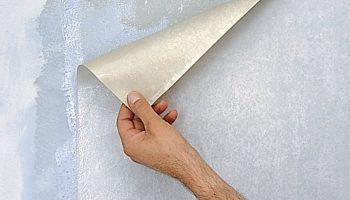 Как быстро отклеить старые обои от стен и потолка