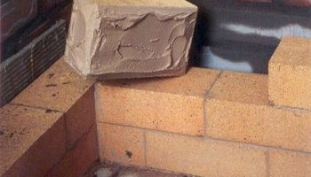 На что можно укладывать кирпич, если не на цемент