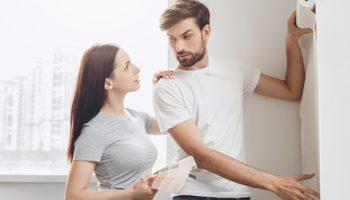 5 ошибок почему обои все время отклеиваются