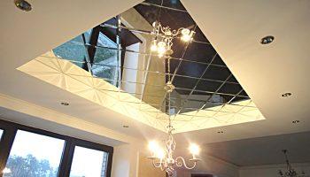 Почему не стоит делать зеркальный потолок