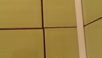 Как исправить неровные швы на плитке