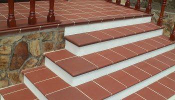 Как правильно укладывать плитку на ступеньки