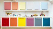 Зачем делать фасады кухонного гарнитура из разных материалов
