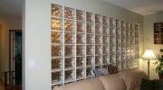 Как поставить стену из стеклоблоков и не выглядеть старомодным