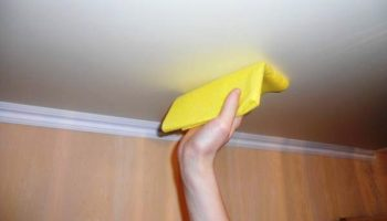 Как быстро устранить пятна сырости на потолке