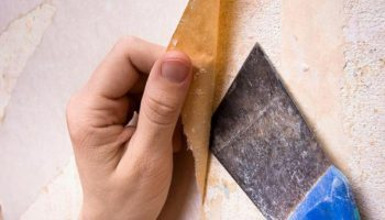 Как узнать, можно ли снять старые обои со стен целиком