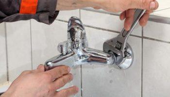 3 ошибки при установке смесителя из-за которых кран протекает