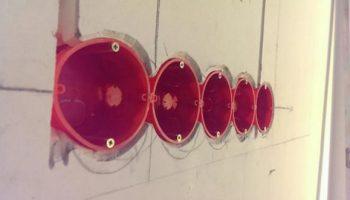 Как защитить выключатели и розетки при штукатурке стен