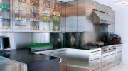 Насколько практичны кухни из нержавеющей стали и стоит ли их выбирать