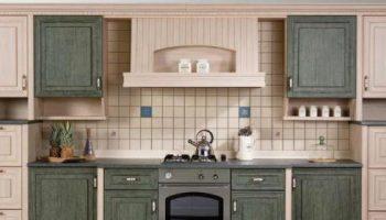 Что лучше обновить фасады старой кухни или взять новый гарнитур