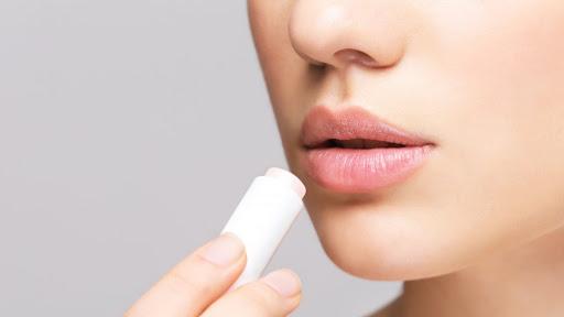 Для чего необходим бальзам для губ
