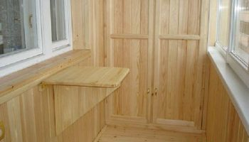 Пластиковая или деревянная вагонка для балкона: за и против